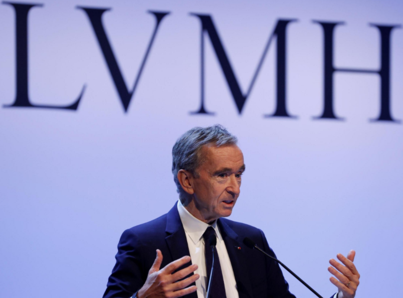 LOUIS VUITTON OWNER OF DOING HAND CLEANING IN OIL DANGERS